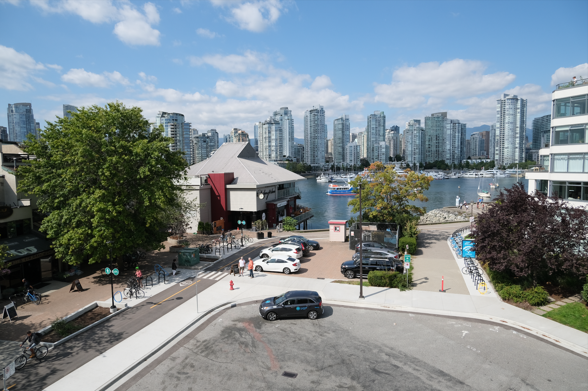 2 Bed/ 1 Bath – North Facing Water Views Over the Seawall – Available November 1