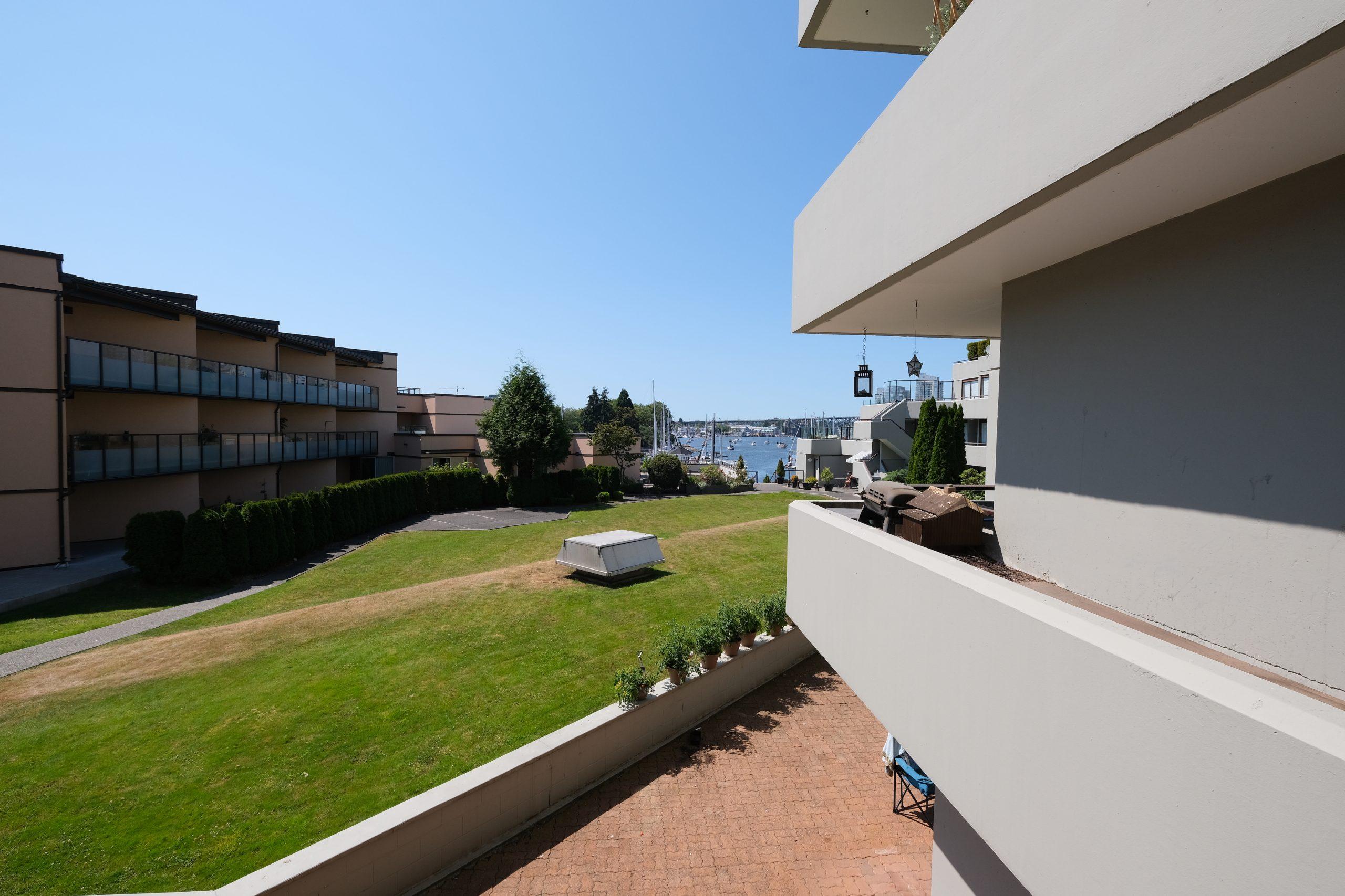 203-627-courtyard-view